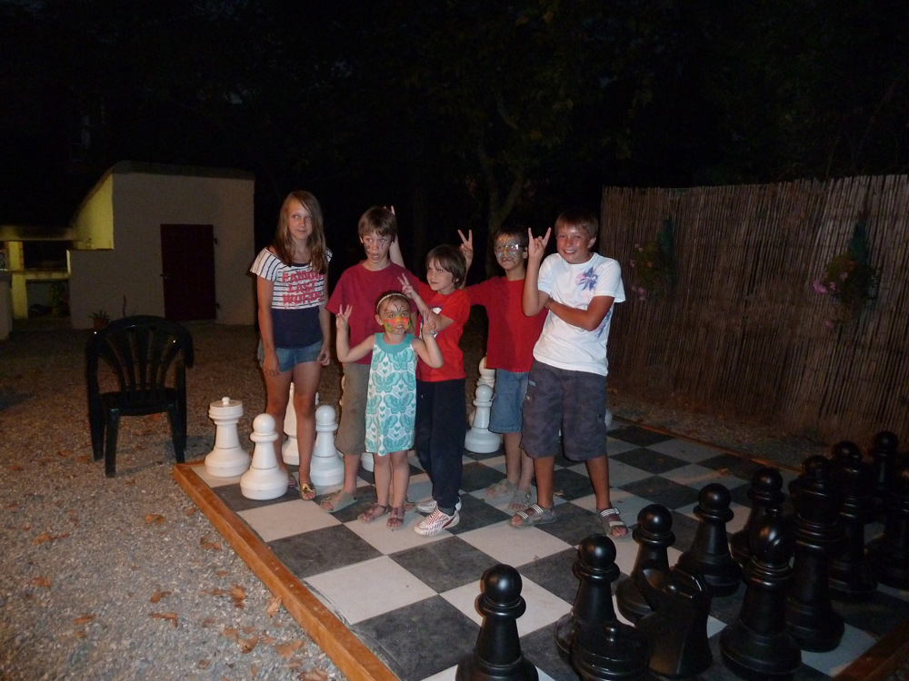 Giant chess fun at Domaine de Barthe